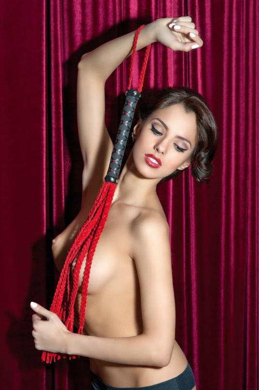 Плеть - кошка из замши красная